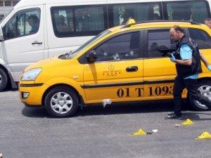 Taksiciye kırmızı ışıkta silahlı saldırı