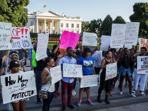 ABD'de siyahilerin öldürülmesi protesto edildi