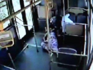 Eşek arılarının saldırısına uğrayan kadın otobüsle hastaneye götürüldü