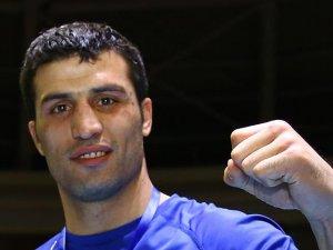 Bakan Kılıç milli boksör Şipal'i tebrik etti