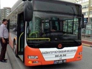 Şoförle tartıştı, belediye otobüsünün anahtarını alıp kaçtı