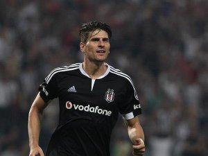 Mario Gomez 1 yıl daha Beşiktaş'ta kalacak