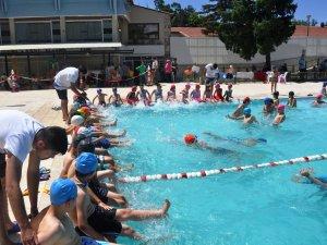 Seydişehir'de yüzme havuzu yeniden hizmete açıldı