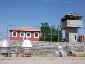 Okullar karakollara dönüştürüldü