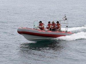 Ambarlı'da batan teknedeki 2 kişiyi arama çalışmaları sürüyor
