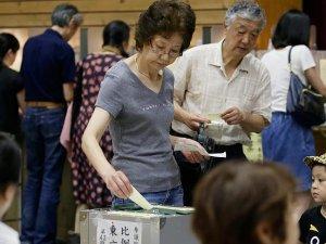 Japonya'da koalisyon hükümeti seçimde önde