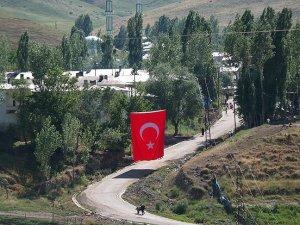 Şehit haberi Kırgız Türklerini yasa boğdu