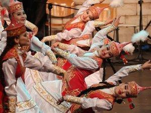 Uluslararası Bursa Altın Karagöz Halk Dansları Yarışması başladı