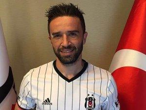 Beşiktaş'tan Gökhan Gönül'e imza töreni