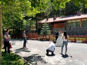 Seydişehir'deki kuğulu park doğal fotoğraf stüdyosu oldu
