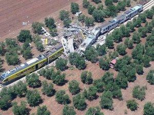 İtalya'da iki tren çarpıştı: 20 ölü