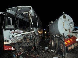 Zambiya'da otobüs tankerle çarpıştı: 12 ölü