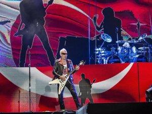 Scorpions İstanbul'da konser vedi