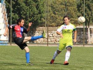 Futbolun prensesleri sahaya çıktı