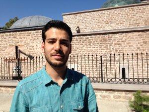 Suriyeli Hamza vefasını şifa dağıtarak göstermek istiyor