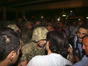 Darbe girişiminde bulunan askerlere gözaltı kararı