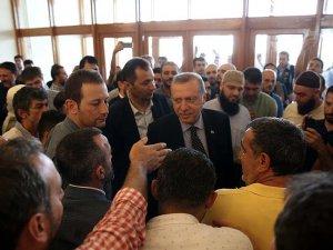 Erdoğan Devlet Konukevi'nde bekleyenlerle selamlaştı