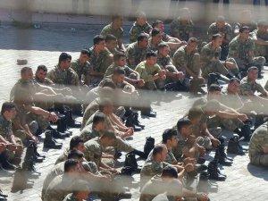 Çok sayıda asker gözaltına alındı