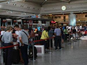 'İstanbul hava sahası saat 06.00'da sefere açıldı'