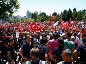 Ankara'da vatandaşlar meydanları boş bırakmıyor