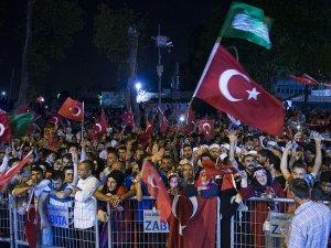 FETÖ'nün darbe girişimine Türkiye'nin 81 ilinde tepki gösterildi