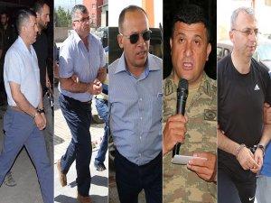 Hakkari'de 6 generalin gözaltı işlemleri sürüyor