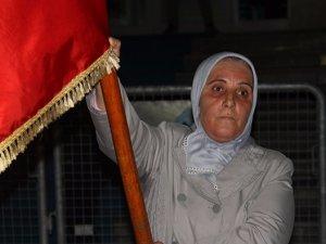 Darbe girişimine karşı 3 gün bayraktarlık yaptı