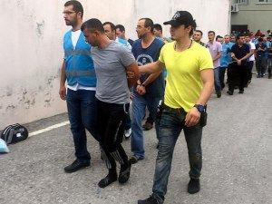 Darbeci komutanlara yönelik tutuklamalar sürüyor
