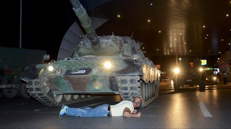 Tankın önüne yatan vatandaş konuştu