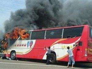 Tayvan'da tur otobüsü alev aldı: 26 ölü
