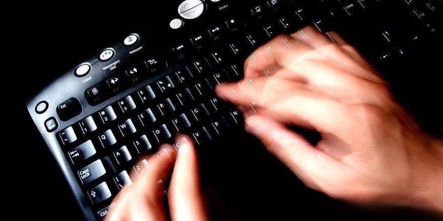 FETÖ'cü bürokratı internet ele verdi