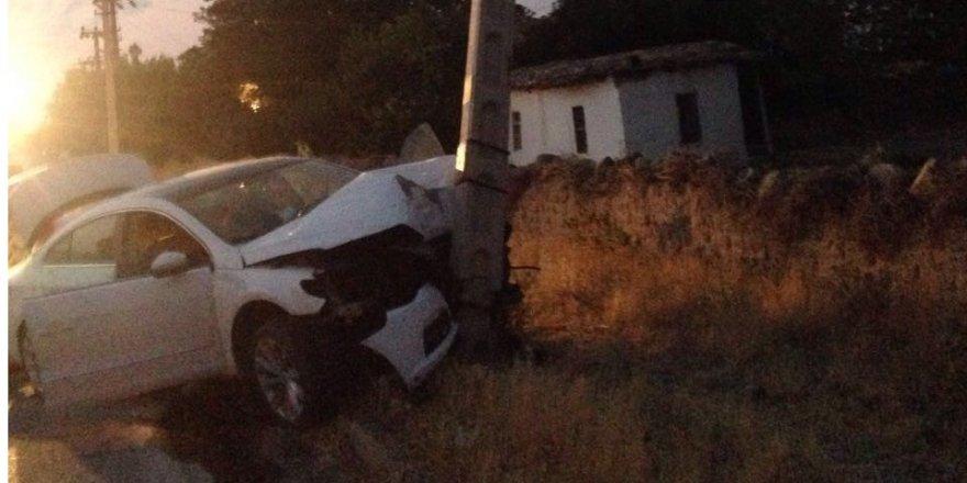 Kulu'da otomobil elektrik direğine çarptı: 1 yaralı