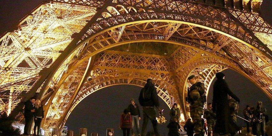 Fransa'da OHAL 6 ay daha uzatılıyor
