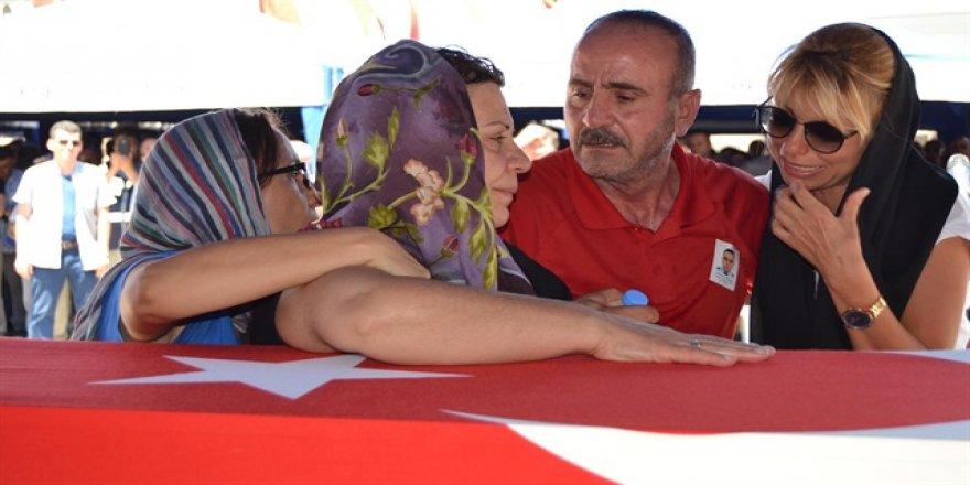 Kılıçdaroğlu'nun akrabası Erdoğan'ı korurken şehit oldu