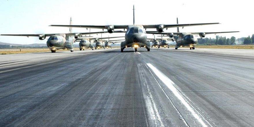 Uçakları 'gören' göreviyle havalandırmışlar