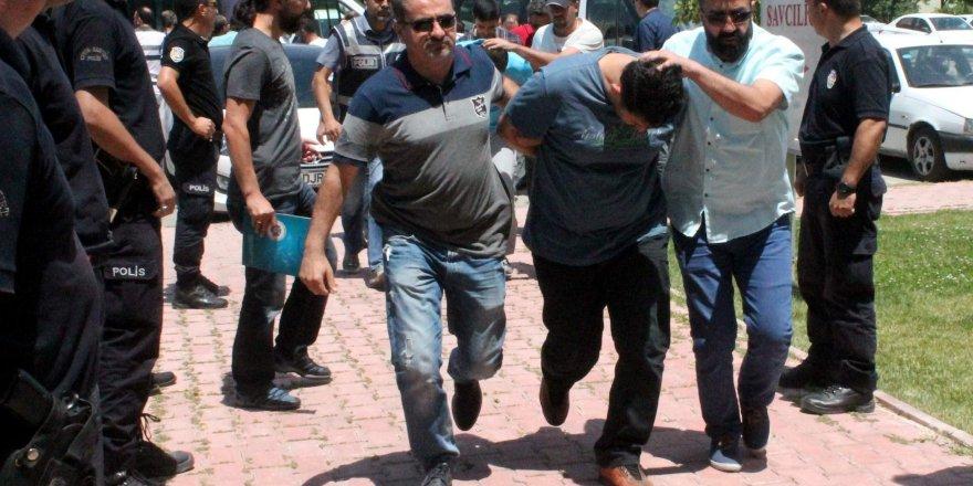 Konya'da darbeci askerler adliyeye sevk edildi