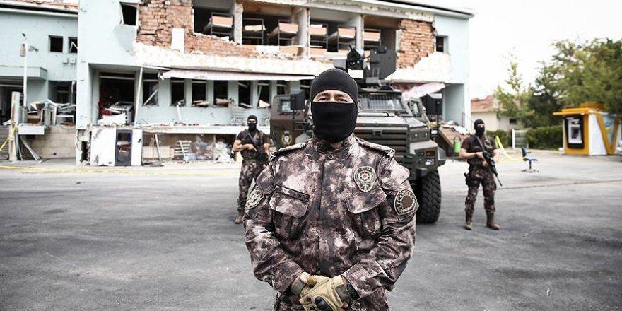 'Teröristleri, TSK'nın şerefli üniformasını üzerlerinden çıkararak ayırdık'