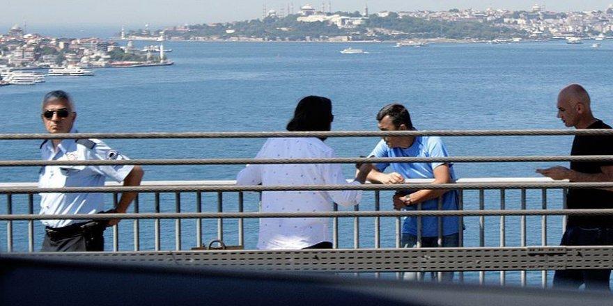 Aranan albay Boğaziçi Köprüsü'nde intihara kalkıştı