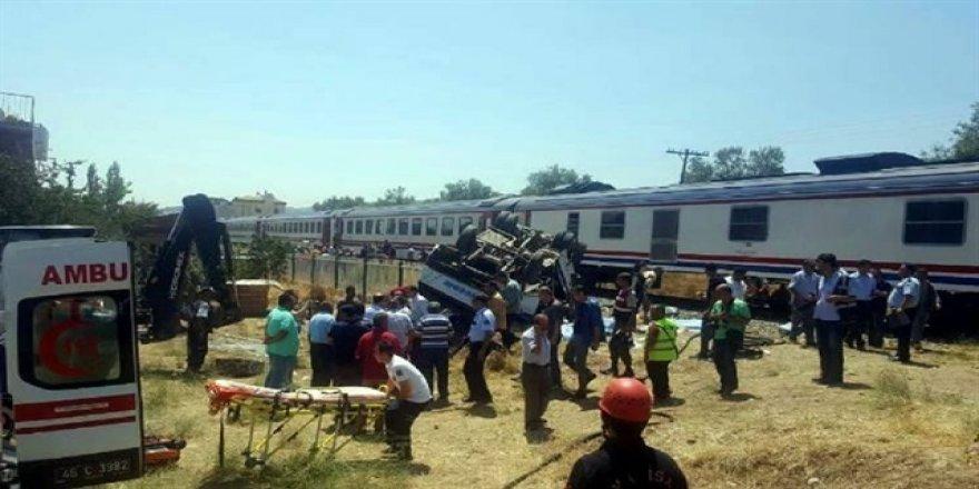 Manisa'da tren minibüse çarptı: 6 ölü