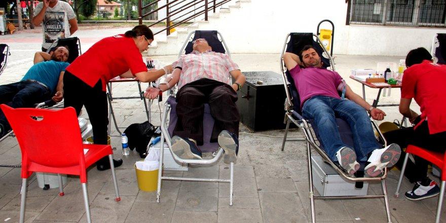 Seydişehir'de Kızılay'a kan bağışı