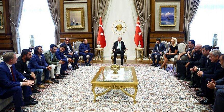 Cumhurbaşkanı Erdoğan sanat ve spor camiasından isimleri kabul etti