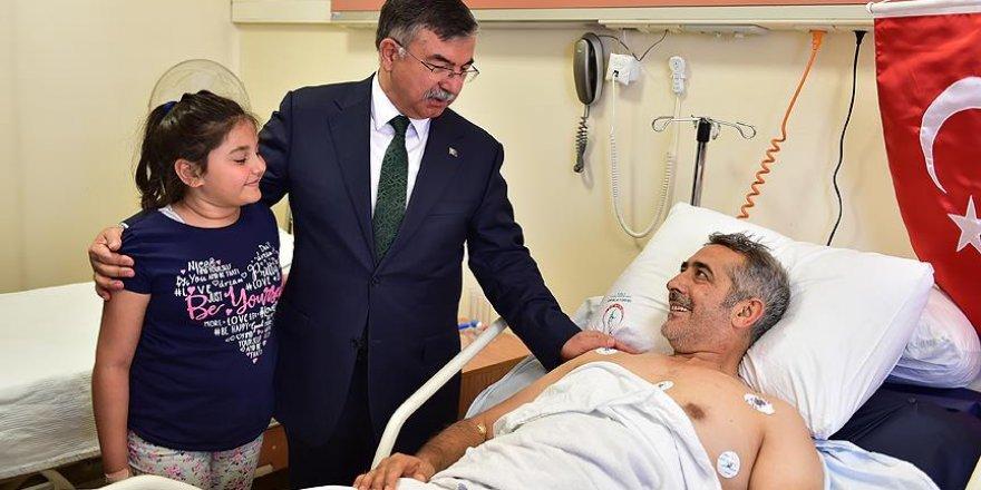 Bakan Yılmaz darbe girişiminde yaralananları ziyaret etti