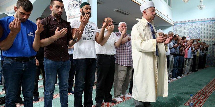 FETÖ darbe girişiminde şehit olanlar Belçika'da dualarla anıldı