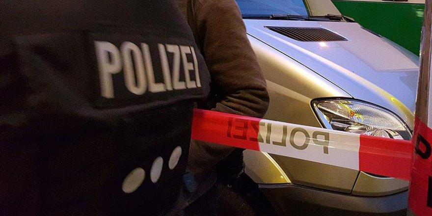 Münih'te bir alışveriş merkezinde etrafa ateş açıldı