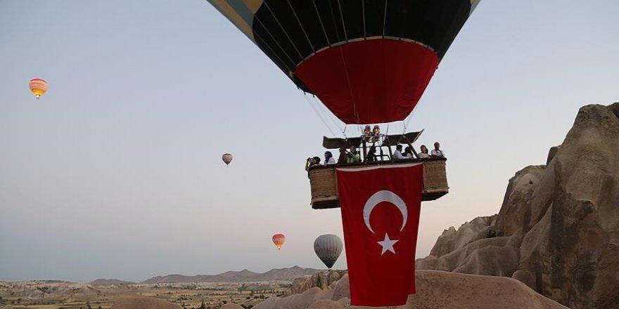 Balonlar FETÖ'nün darbe girişimine tepki için havalanıyor