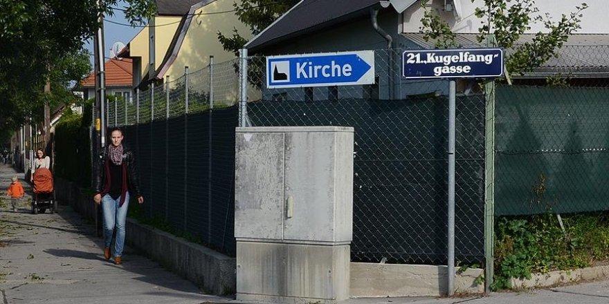 Avusturya'da dini eğitim veren derneğe ırkçı yazı