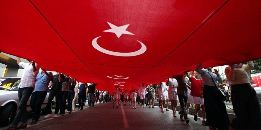 1919 metrelik bayrağın altında 20 bin kişi