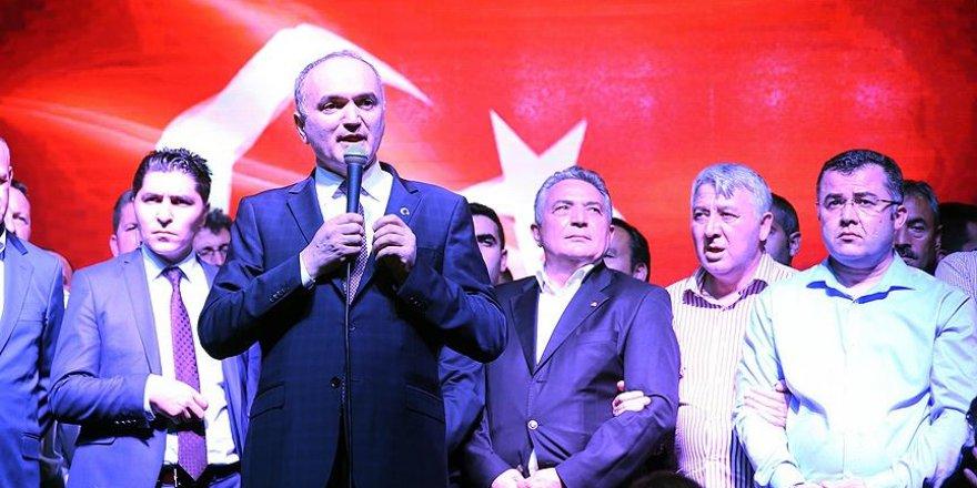 Özlü: Böyle bir ihaneti bütün bir Türk tarihinde yaşamadık