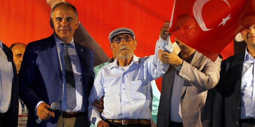 95 yaşında 'demokrasi nöbeti' tutuyor