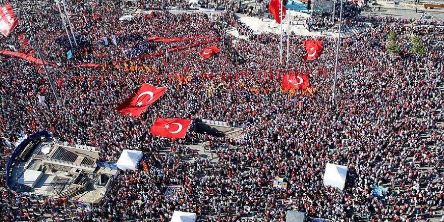 'Cumhuriyet ve Demokrasi' mitingi başladı